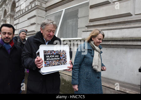 Downing Street, London, UK. 11th February 2017. The Labour Peer Alf Dubs delivers a petition at Downing Street, - Stock Photo