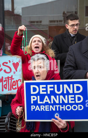 Detroit, Michigan USA. 11th February, 2017. Supporters of Planned Parenthood far outnumbered opponents as both sides - Stock Photo