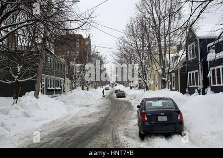 Halifax, Canada. 16th Feb, 2017. Canada, Halifax, NS - High snowbanks line the sidewalks in the south end of Halifax, - Stock Photo