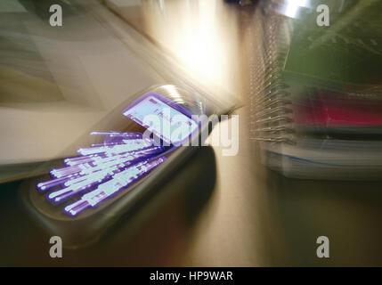 Handy mit leuchtenden Anzeigen, Zoomeffekt - Stock Photo