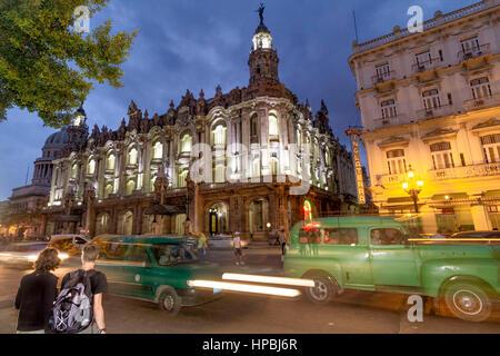 Gran Teatro de La Habana , Opera, Hotel Inglaterra, Paseo de Marti, Oldtimer, traffic, twilight, Havanna, Cuba - Stock Photo