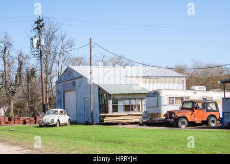 WHARTON, TEXAS, FEBRUARY 2017: An old Volkswagen Beetle and Jeep in need of repair and an old airstream trailer - Stock Photo