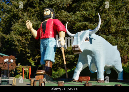 Paul Bunyan and Babe the Blue Ox statues at 'Trees of Mystery' visitor attraction in the Redwoods on Highway 101, - Stock Photo
