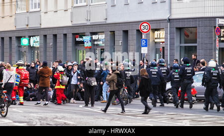 Germany,Berlin, Mitte, 4th March 2017, Merkel Must Go Rally. At Rosenthalerplatz Riot police rushed in to break - Stock Photo