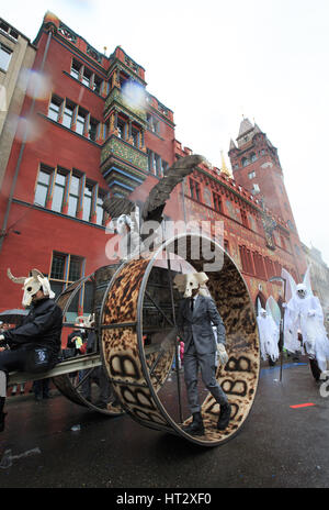 Basel, Switzerland. 6th Mar, 2017. Revellers participate in the carnival procession during the Carnival of Basel - Stock Photo