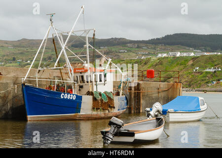 Porth Nefyn on the Llyn Peninsula North Wales with the scallop or oyster dredger Integrity and small boats tied - Stock Photo