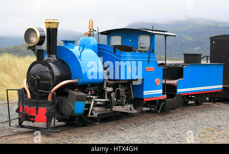 'Sherpa' a 0-4-0 saddletank engine idles at Penrhyn Point on the Fairbourne Railway, Fairbourne, Wales, Europe  - Stock Photo