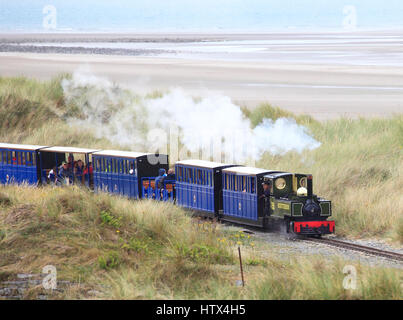 'Yeo' hauls a passenger train towards Penrhyn Point on the  Fairbourne Railway, Fairbourne, Wales, Europe - Stock Photo