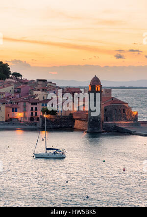 Sunset over the bell tower and Church of Notre Dame des Anges, Collioure, Côte Vermeille, France - Stock Photo