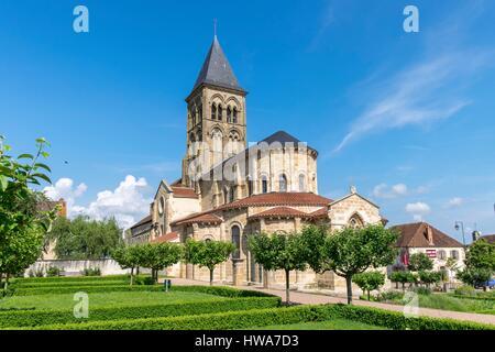 France, Allier, roman church of Saint Menoux, Bourbonnais - Stock Photo