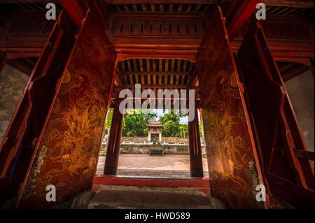 Vietnam, Red River Delta, Hanoi, sanctuary of Prince propagator of Letters (Van Vuong Tuyen Mieu) Temple of Literature - Stock Photo