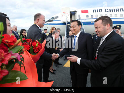 Wellington. 26th Mar, 2017. Chinese Premier Li Keqiang arrives with his wife Cheng Hong in Wellington, New Zealand, - Stock Photo