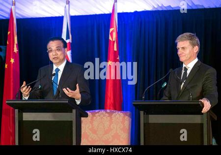 Wellington, New Zealand. 27th Mar, 2017. Chinese Premier Li Keqiang (L) and his New Zealand's counterpart Bill English - Stock Photo