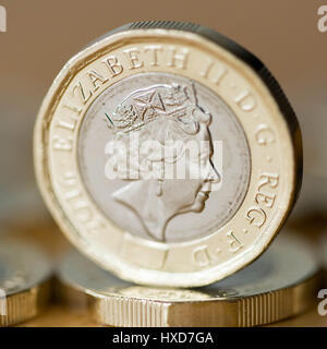 London, UK. 28th Mar, 2017. New £1 coins enter circulation. 12-sided and featuring high security features, the new - Stock Photo