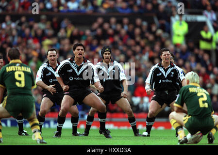 THE HAKA AUSTRALIA V NEW ZEALAND RUGBY LEAGUE WORLD CUP FINAL OLD TRAFFORD MANCHESTER 25 November 2000 - Stock Photo