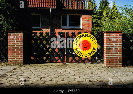 Nuclear protest in an entrance in mountain village, Hamburg, Germany, Atomprotest an einer Einfahrt in Bergedorf, - Stock Photo