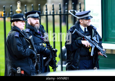 London, UK. 5th April, 2017. Armed police outside the National Service of Hope after the Terror attack on Westminster, - Stock Photo