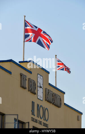 Weymouth, Dorset, UK. 7th Apr, 2017. UK Weather. The Union Flag flies iver the Pier Bandstand on a day of clear - Stock Photo