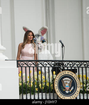 Washington, USA. 17th Apr, 2017. Washington DC, April 17, 2017, USA: First Lady Melania Trump welcome visitors to - Stock Photo