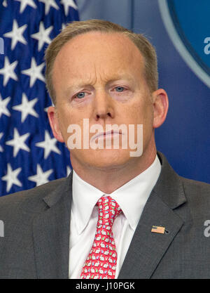 Washingon, USA. 17th Apr, 2017. White House Press Secretary Sean Spicer conducts his daily press briefing in the - Stock Photo