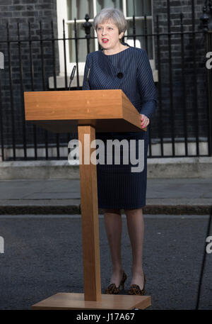London, UK. 18th Apr, 2017. British Prime Minister Theresa May speaks to media outside 10 Downing Street as she - Stock Photo