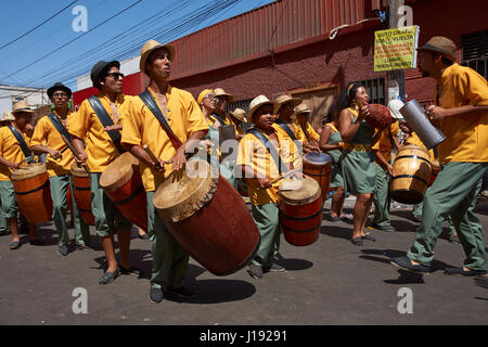 Band accompanying a group of dancers of Africa descent (Afrodescendiente) perform at the annual Carnaval Andino - Stock Photo