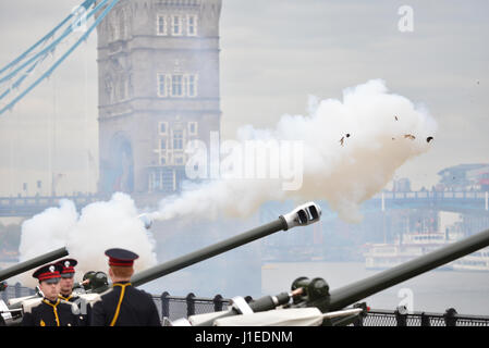 Tower of London, London, UK. 21st April 2017.  A 62 round gun salute to celebrate the Queen's 91st birthday. Credit: - Stock Photo