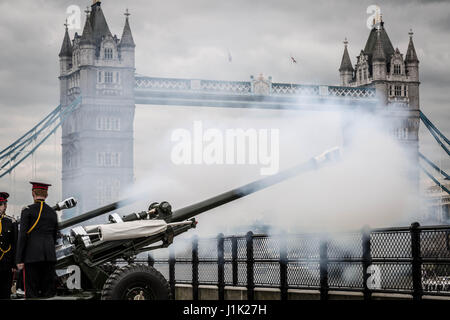 London, UK. 21st April, 2017. 62-gun salute fired by the Honourable Artillery Company at the Tower of London on - Stock Photo