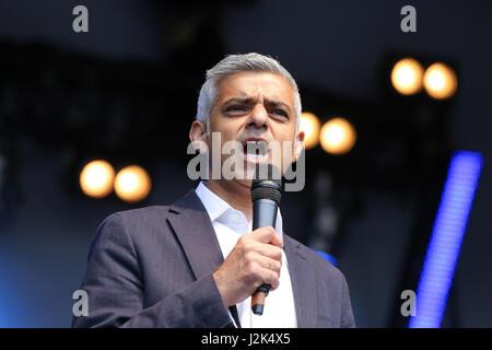 Trafalgar Square London. UK 29 Arp 2017 - The Mayor of London Sadiq Khan addresses the crowd. Hundreds of people - Stock Photo