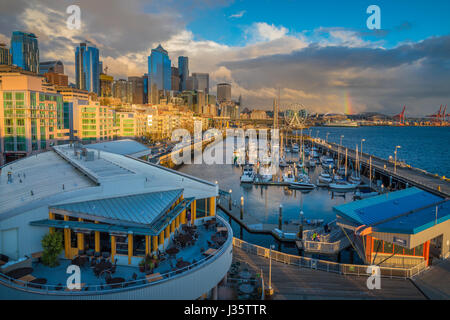Seattle skyline from Pier 66 - Stock Photo