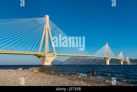 The Rio - Antirrio bridge, near Patras, linking the Peloponnese with mainland Greece across the Gulf of Korinth. - Stock Photo