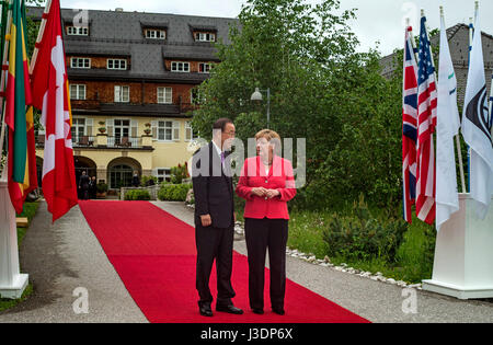 Ban Ki-moon and Merkel - Stock Photo