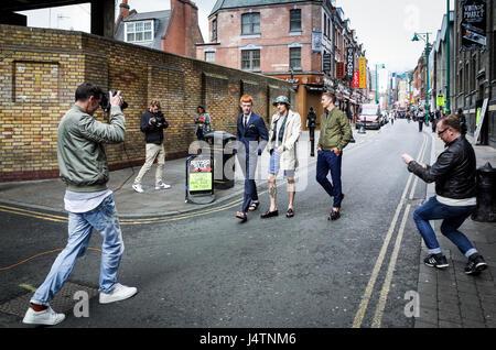 A model shoot in London's Brick Lane - Stock Photo