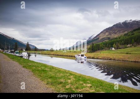 Charter boat arriving at Laggan Locks, Scotland - Stock Photo