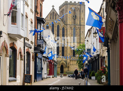 View to the cathedral along a narrow cobbled street. Kirkgate, Ripon, North Yorkshire, England, UK, Great Britain - Stock Photo