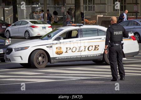 united states secret service police vehicle blocking roads around the whitehouse preparing for motorcade arrival - Stock Photo