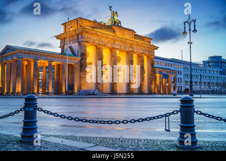 Brandenburg gate at dusk, Berlin - Stock Photo