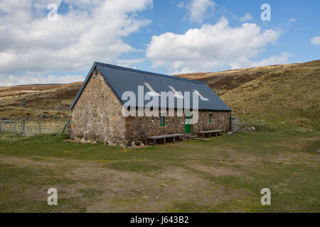 Callater Lodge Bothy on the banks of Loch Callater near Braemar, Aberdeenshire, Scotland, UK - Stock Photo