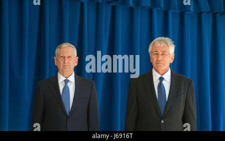 U.S. Secretary of Defense Jim Mattis, left, and former Secretary of Defense Chuck Hagel during the unveiling ceremony - Stock Photo
