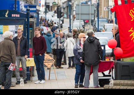 Aberystwyth Wales UK, Saturday 20 May 2017 General Election 2017: Supporters of Plaid Cymru, Lib Dems and the Labour - Stock Photo