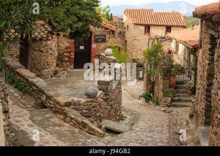 France, Pyrenees Orientales, Castelnou, labelled Les Plus Beaux Villages de France (The Most beautiful Village of - Stock Photo