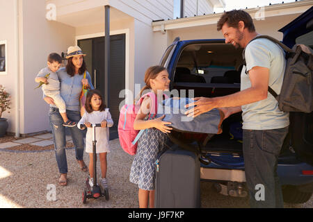 Family Packing Car Ready For Summer Vacation - Stock Photo