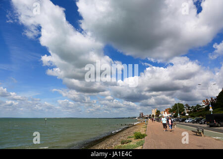 Southend on Sea, Essex. 4th June, 2017. A few clouds and breezy start to Sunday in Southend. Credit: Penelope Barritt/Alamy - Stock Photo