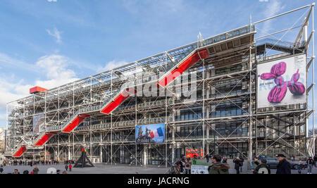 Centre Pompidou, Centre national d'art et de culture Georges Pompidou, Beaubourg,  high-tech or brutalist architecture - Stock Photo