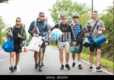 Festivalgoers arrive at the Isle of Wight Festival 2017, at Seaclose Park, Isle of Wight. - Stock Photo