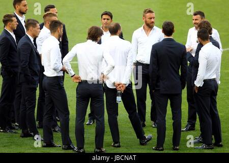 Udine, Friuli Venezia Giulia. 10th June, 2017. ITALY, Udine: Italy's players speaks during a 'Italy walk around' - Stock Photo