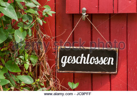Altes Blechschild mit Aufschrift geschlossen - Stock Photo