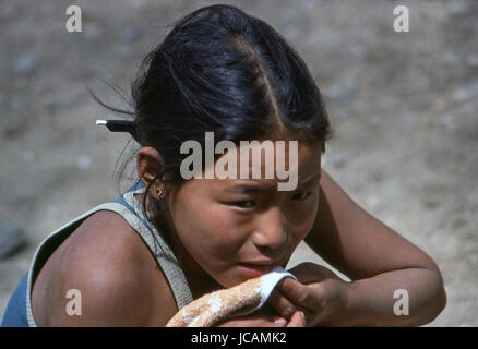 Reportage Nepal 1980. Pokhara, a young girl in the field of Tibetan refuges - Stock Photo