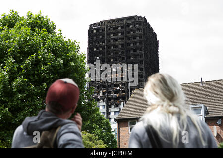 London, UK. 16th June, 2017. The Grenfell Tower Disaster, in West London. A 24 story residential building destroyed - Stock Photo