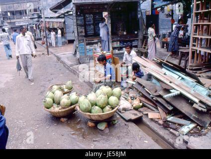 Reportage Bangla Desh 1980. Dhaka, coconut shop - Stock Photo